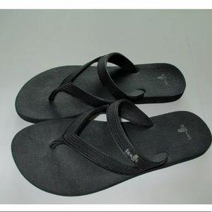 Sanuk size 7 sandal flip flop yoga mat